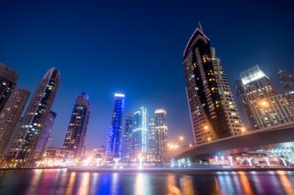 dubai-business-bay-night_114775-27